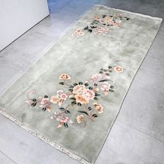 Special green Chinese floral rug – 188 x 92 – with certificate – NO RESERVE