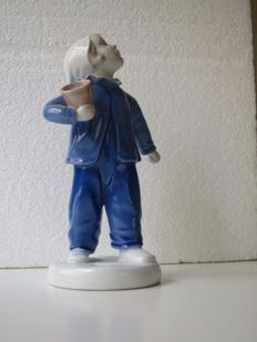 "Bing & Grondahl B&G 2251 Boy ""Who is calling?"" ""Hvem kalder?"" designed by   Michaela Ahlmann"