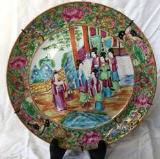 Polychrome antique porcelain platter with a dignitary - China - approx. 1900