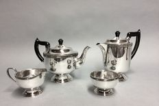 Silver plated tea- and coffee set, Viners of Sheffield, Sheffield, England, ca 1930