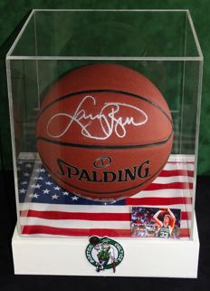 Larry Bird origineel gesigneerde Full size Basketbal in Display Case + Certificate of Authenticity.