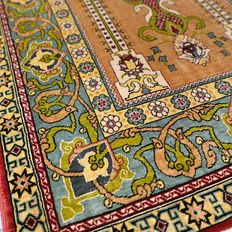 Very finely knotted, 100% silk,  Hereke carpet - with inscriptions - 1,000,000 kn/m² - semi-antique.