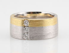 Platinum/18 kt gold men's ring with diamonds, 0.15 ct - size 54