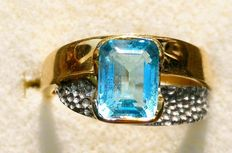Ring – 18 kt white and yellow gold with aquamarine – Size 15-16 ***No reserve***