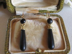 "Antique ""sleeper"" pendant earrings in gold, two in one, and jet pearls, Napoleon III."