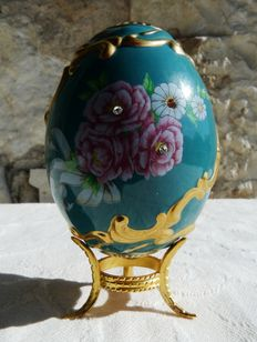 "House of Fabergé - Collector's egg ""Winter Palace Rose"" - porcelain - paint gold 22 k - (9.5 cm / 60 g)"
