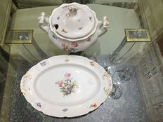 Tureen and platter plate