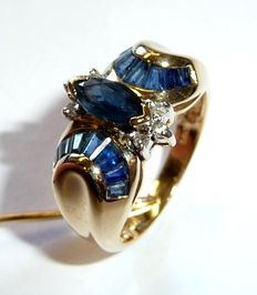 Ring in 14 kt/585 gold with sapphires in trapezoid and marquise cut + 3 diamonds ring size 51 / 16.2 mm
