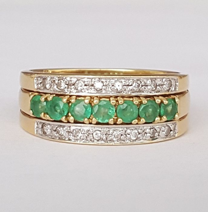 18 kt – Two combinable rings, set with diamonds and emeralds – Size: 17.2 mm – 14/54 (EU) – Weight: 7.3 g