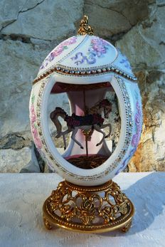 House of Fabergé -  Carrousel Collector's egg  - Porcelain - Swarovski rhinestones - 24 k gold plated finish - ( 18 cm / 400 g )