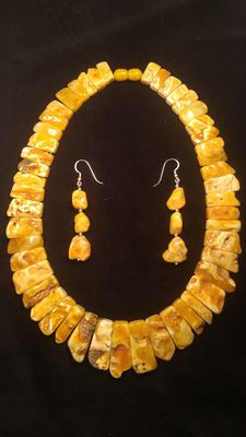 White landscape colour 100% Natural Baltic Amber necklace and earrings, 82 grams