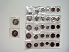 The Netherlands – Year pack 1975 (5 pieces) + 2½ guilder coin 1972 (2 pieces) in plastic strip from the Royal Dutch Mint
