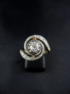 "Antique ""whirlpool"" ring in gold and platinum with diamonds - circa 1910"