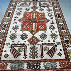 Special light Kazak – 145 x 103 – Unique rug
