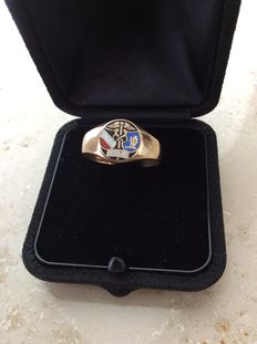 Antique crest ring, 14 kt with enamel