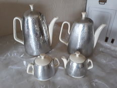 Art deco coffee set Waku Foreign, porcelain with insulation mantle
