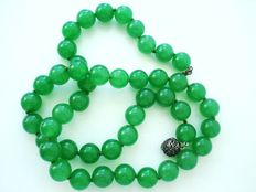 Vintage Hallmarked - Genuine Jade / Jadeite Apple Green beads Necklace with Silver Clasp - Excellent