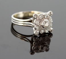 18K White gold ladies Art Deco ring with diamonds ( 0.64 ct. total ) ca. 1930