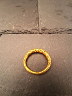 Viking Gold Twisted Ring - 25mm overall, 19.63mm internal diameter (approximate size British T, USA 9.75, Europe 21.67, Japan 21)