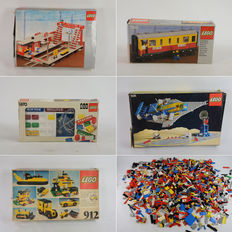 Assorted - 2.5 kg + 32 Lego mini figures + 5 empty boxes + manuals