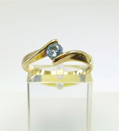 "Solid gold ""twist"" ring set with blue 0.25ct Ceylon Sapphire °°°NO RESERVE°°°"
