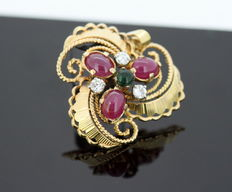 18K Yellow Gold Brooch With Cabochon Ruby ( 1.5 CT Total ), Diamonds ( 0.21 CT Total ) and Cabochon Emerald ( 0.15 CT ) c.1950