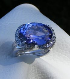 Ring in 18 kt gold with natural 9.22 ct D'Block IF Tanzanite and VS diamonds of 1 ct – GIA certificate – No reserve price.