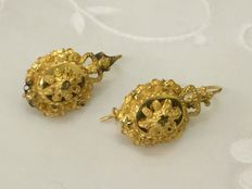 Gold earrings belonging to a traditional costume – From the province of Zeeland – 19th century – 1.9 cm
