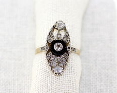 Art Deco 18K yellow gold And platinum ladies ring with onyx and diamonds ( 0.45 ct. total ) ca. 1920