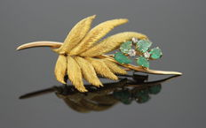 French 18K Yellow Gold Leaf Brooch With Carved Emerald ( 1.49 ct. ) and diamonds ( 0.13 ct. )