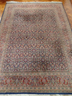 Hand-knotted Indo-Tabriz carpet of 200 x 270 cm.