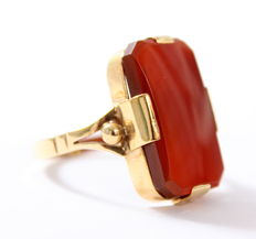 14 kt Gold vintage ring with carnelian