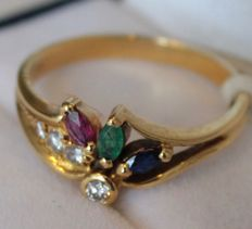 18 kt yellow gold ring set with a diamond of 0.10 ct and sapphire, emerald and ruby: ring size: 17.25