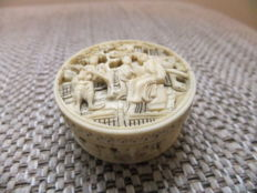 Ivory round box - China - 19th century
