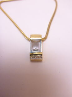 14 kt gold necklace and pendat with sky topaz and diamond 0.03 ct / 45 cm