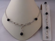 Ladies 925 Silver necklace and bracelet with Onyx Weight: 29.90 g.  Length necklace: 49.5 cm. Length bracelet: 20 cm.