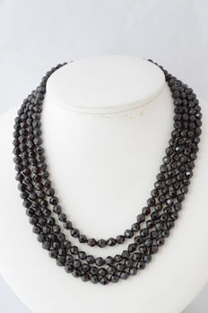 Garnet necklace with a 925 silver clasp, length 38.5 cm