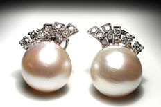 White Gold earrings with salt water mabe pearl and diamonds