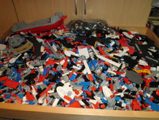 Assorted - 12 kg Lego + manuals