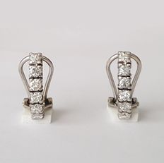 White gold earrings, set with 12 brilliant-cut diamonds.