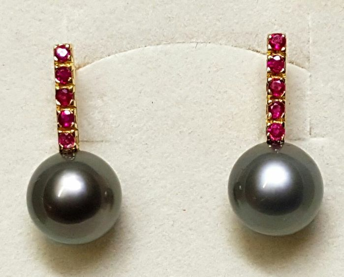 Tahitian pearl earrings – diameter: 11.5 mm – rubies: 0.45 ct