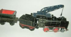 Märklin, Germany - track 0 - Sheet metal clockwork train R880 with tender and 2 carriages, 30s