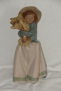 Nao/Lladro Woman with ears of corn