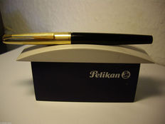 Vintage Pelikan P30 rolled gold 30 piston filler fountain pen, 18 karat gold nib