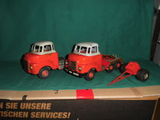 SCHUCO, Western Germany - Length: 15 cm - 2 x sheet metal Bedford truck with friction drive and Dolly, 50s