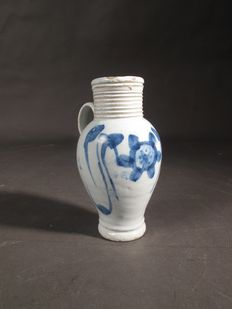 18th century English Delft jug with beautifull glaze