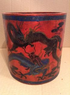 Large carved lacquer brushpot - China - late 20th century