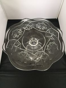 Moulded glass cake plate