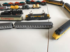 Lima H0 - 23 pieces locomotives and wagons