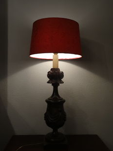 Large wood carved lamp with roses (height 92 cm)-20th century